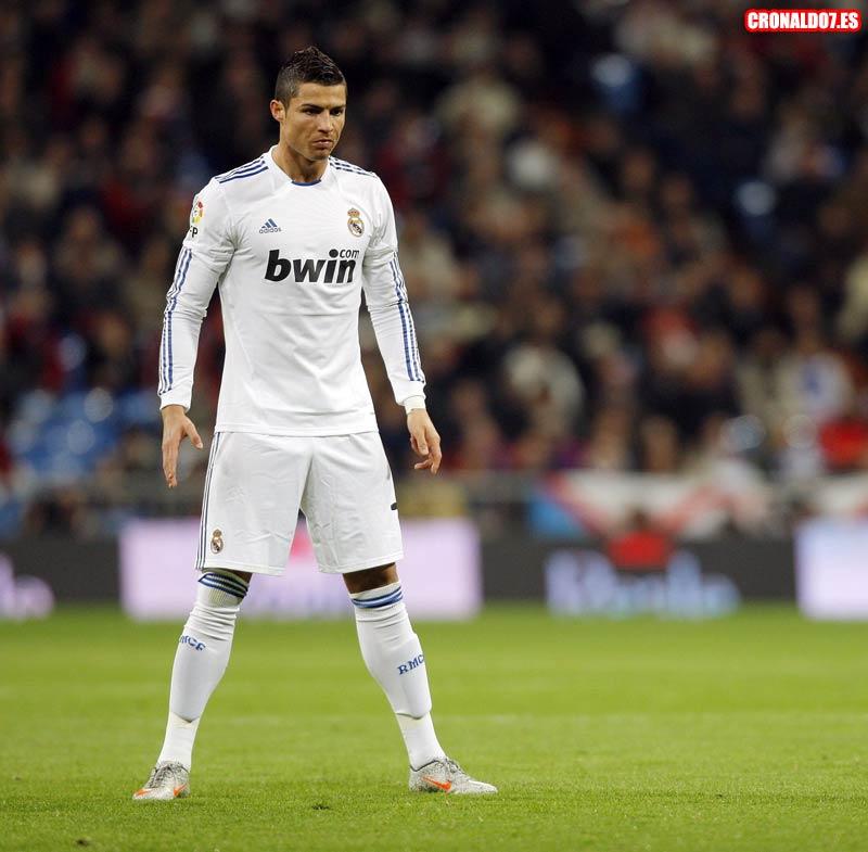 Cristiano Ronaldo antes de tirar una falta